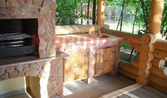 Барбекю облицованные камнем плитняком беседки с барбекю из дерева под ключ